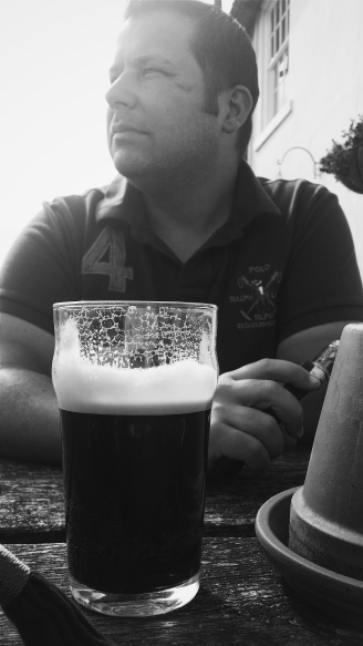 mocketts farm, mocketts farm cottages, kent, bank holiday, holiday, weekend, vscocam, guinness, drink, alcohol, husband