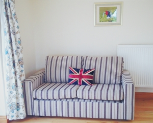 mocketts farm, mocketts farm cottages, kent, bank holiday, holiday, weekend, vscocam, union jack, sofa